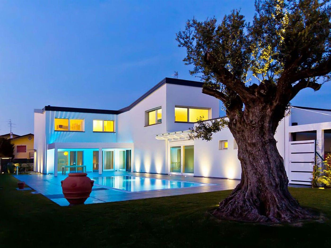 Villa con piscina zoppelletto srl for Ville moderne con piscina