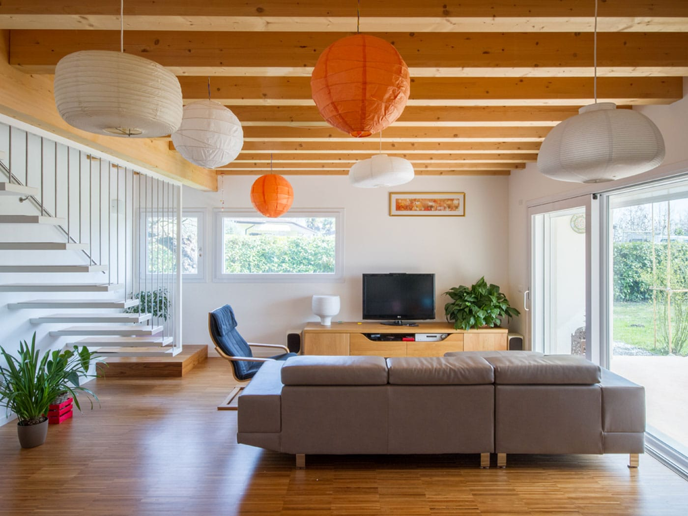 Edificio unifamiliare con rivestimento in legno
